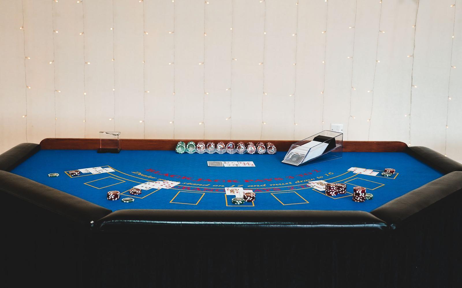 blackjack table full